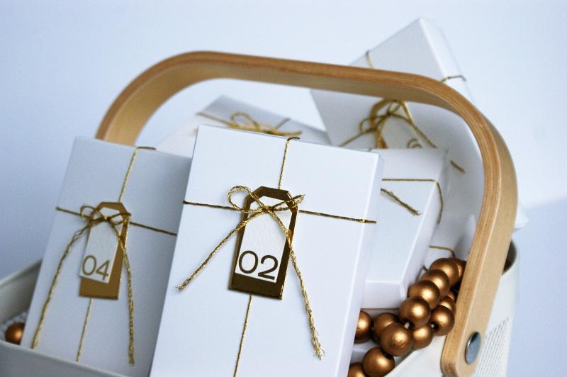copperandgold.de   ines   adventskalender weiß-gold