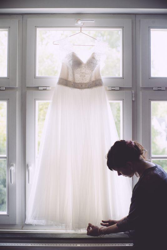 copperandgolde.de   ines   wedding . getting ready . wedding dress